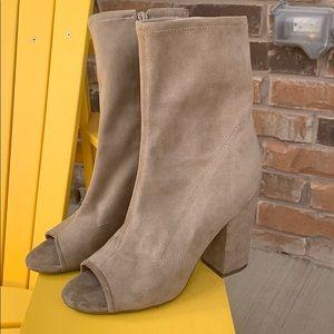BRAND NEW guess peekaboo toe heels